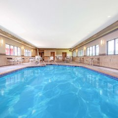 Americinn Hotel & Suites Bloomington West Блумингтон бассейн