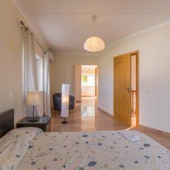Отель Villas2Go2 Alvor Villa Португалия, Портимао - отзывы, цены и фото номеров - забронировать отель Villas2Go2 Alvor Villa онлайн комната для гостей фото 3