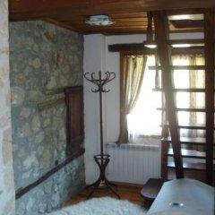 Отель Vodenicharovata House Банско удобства в номере