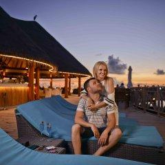 Отель Bandos Maldives Мальдивы, Бандос Айленд - 12 отзывов об отеле, цены и фото номеров - забронировать отель Bandos Maldives онлайн бассейн фото 2