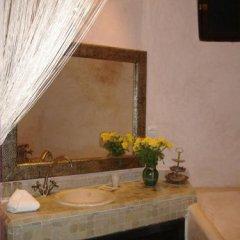 Отель Riad Du Petit Prince сейф в номере