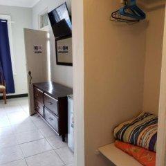 Отель Caribic House Hotel Ямайка, Монтего-Бей - отзывы, цены и фото номеров - забронировать отель Caribic House Hotel онлайн сейф в номере