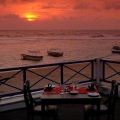 Coral Sands Hotel Хиккадува пляж