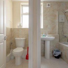 Отель 4 Bedroom Apartment in Battersea Великобритания, Лондон - отзывы, цены и фото номеров - забронировать отель 4 Bedroom Apartment in Battersea онлайн ванная фото 2
