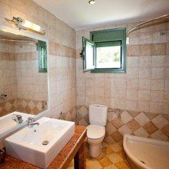 Отель Aselinos Suites ванная
