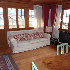 Отель Drive - Three Bedroom Швейцария, Гштад - отзывы, цены и фото номеров - забронировать отель Drive - Three Bedroom онлайн комната для гостей фото 2