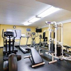 Отель Comfort Inn University Center фитнесс-зал