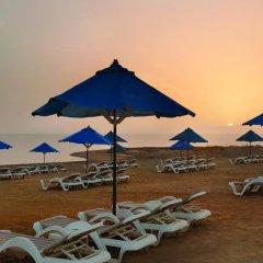 Отель Ramada Resort Dead Sea Иордания, Ма-Ин - 1 отзыв об отеле, цены и фото номеров - забронировать отель Ramada Resort Dead Sea онлайн пляж фото 2