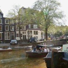 Отель The Place 2 BnB Нидерланды, Амстердам - отзывы, цены и фото номеров - забронировать отель The Place 2 BnB онлайн приотельная территория фото 2