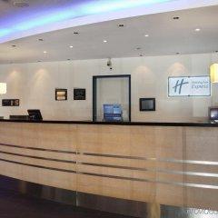 Отель Holiday Inn Express Geneva Airport Швейцария, Мерен - отзывы, цены и фото номеров - забронировать отель Holiday Inn Express Geneva Airport онлайн интерьер отеля