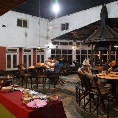 Отель Chitwan Adventure Resort Непал, Саураха - отзывы, цены и фото номеров - забронировать отель Chitwan Adventure Resort онлайн питание