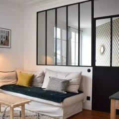 Апартаменты Stylish 1 Bedroom Apartment in Le Marais комната для гостей фото 4