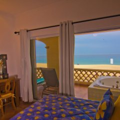 Отель Las Mananitas LM BB2 2 Bedroom Condo By Seaside Los Cabos комната для гостей