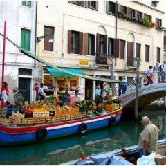 Отель Santa Margherita Guest House Италия, Венеция - отзывы, цены и фото номеров - забронировать отель Santa Margherita Guest House онлайн приотельная территория фото 2