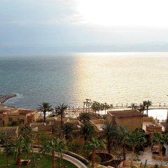 Отель Kempinski Hotel Ishtar Dead Sea Иордания, Сваймех - 2 отзыва об отеле, цены и фото номеров - забронировать отель Kempinski Hotel Ishtar Dead Sea онлайн пляж фото 2