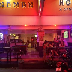 Sandman hotel and Sports bar развлечения