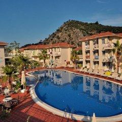 The Blue Lagoon Deluxe Hotel бассейн