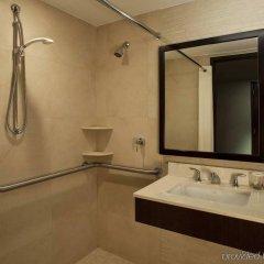 Отель Hilton New York Fashion District США, Нью-Йорк - отзывы, цены и фото номеров - забронировать отель Hilton New York Fashion District онлайн ванная фото 2