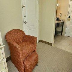 Отель La Quinta Inn & Suites Effingham сейф в номере