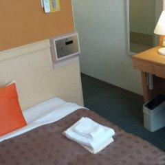 Отель 1-2-3 Kobe Кобе сейф в номере