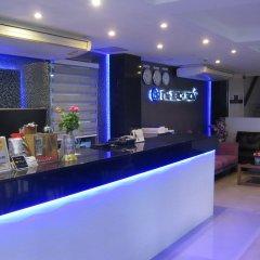 Отель The Beach Front Resort Pattaya гостиничный бар