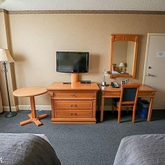 Отель The Glenmore Inn & Convention Centre Канада, Калгари - отзывы, цены и фото номеров - забронировать отель The Glenmore Inn & Convention Centre онлайн удобства в номере