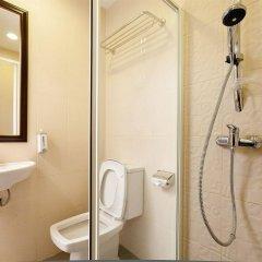 Отель Check Inn China Town By Sarida Таиланд, Бангкок - отзывы, цены и фото номеров - забронировать отель Check Inn China Town By Sarida онлайн ванная