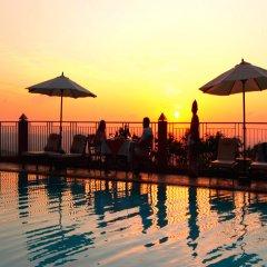 Отель Amaya Hills бассейн