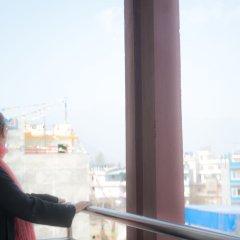 Отель Be Here Now Guest House Непал, Катманду - отзывы, цены и фото номеров - забронировать отель Be Here Now Guest House онлайн балкон