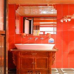 Отель Grand Hotel Du Palais Rouge Lama Temple Китай, Пекин - отзывы, цены и фото номеров - забронировать отель Grand Hotel Du Palais Rouge Lama Temple онлайн ванная