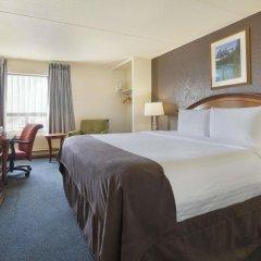 Отель Travelodge Calgary Macleod Trail Канада, Калгари - отзывы, цены и фото номеров - забронировать отель Travelodge Calgary Macleod Trail онлайн комната для гостей фото 3