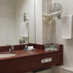 Отель Holiday Inn Thessaloniki ванная фото 2