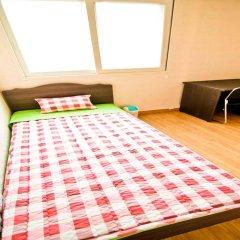 Отель Kimchee Hongdae Guesthouse комната для гостей