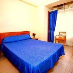 Отель Hostal La Lonja сейф в номере