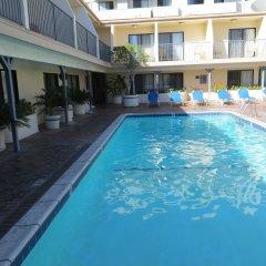 Отель Days Inn by Wyndham Hollywood Near Universal Studios бассейн фото 2