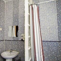 Отель Hostal La Casa de La Plaza Испания, Мадрид - отзывы, цены и фото номеров - забронировать отель Hostal La Casa de La Plaza онлайн ванная фото 2