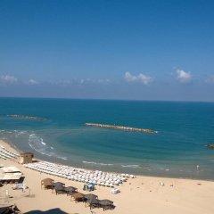 Отель Crowne Plaza Tel Aviv Beach пляж