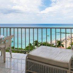 Отель Blue Lagoon Beach Studio At Montego Club Resort Ямайка, Монтего-Бей - отзывы, цены и фото номеров - забронировать отель Blue Lagoon Beach Studio At Montego Club Resort онлайн балкон