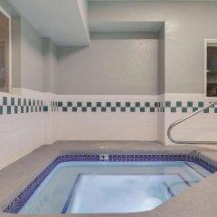Отель La Quinta Inn & Suites Logan бассейн