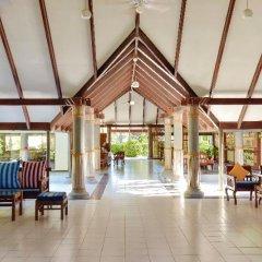 Отель Holiday Island Resort & Spa интерьер отеля