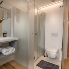 Отель Santa Justa 77 -Lisbon Luxury Apartments Португалия, Лиссабон - отзывы, цены и фото номеров - забронировать отель Santa Justa 77 -Lisbon Luxury Apartments онлайн ванная