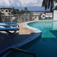 Отель Palm View Guesthouse And Conference Centre Монтего-Бей бассейн