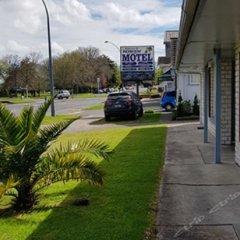 Отель Kowhai & Colonial Motel парковка