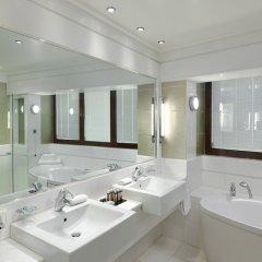 Отель Crowne Plaza Athens City Centre Греция, Афины - 5 отзывов об отеле, цены и фото номеров - забронировать отель Crowne Plaza Athens City Centre онлайн ванная фото 2