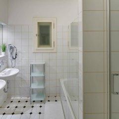 Отель Charles Bridge Premium Apartments Чехия, Прага - отзывы, цены и фото номеров - забронировать отель Charles Bridge Premium Apartments онлайн ванная фото 2