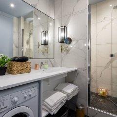 Отель Luxury 3 Bedroom 2 Bathroom Loft - Louvre Museum Париж ванная