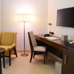 Отель Four Points by Sheraton Sharjah удобства в номере фото 2