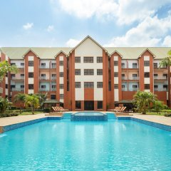 Отель Hawthorn Suites By Wyndham Abuja бассейн