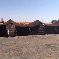 Отель Les Pyramides Merzouga Camp Марокко, Мерзуга - отзывы, цены и фото номеров - забронировать отель Les Pyramides Merzouga Camp онлайн парковка