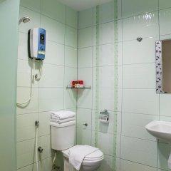 Отель OYO 151 Twin Hotel Малайзия, Куала-Лумпур - отзывы, цены и фото номеров - забронировать отель OYO 151 Twin Hotel онлайн ванная